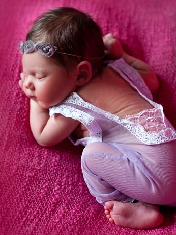 Emilka fotografia noworodkowa